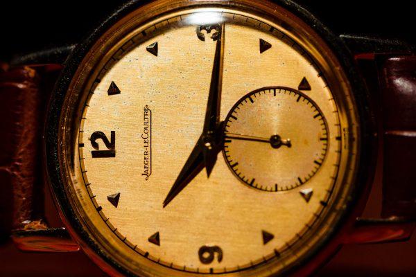 """Jaeger Lecoultre 18K YG """"Stacked Coin"""" Case circa 1946"""